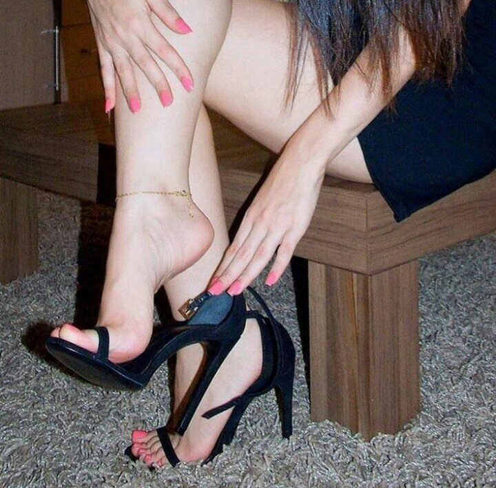 Long Leg And Toes Foot Fetish Home Of Love And Relationship Ideas